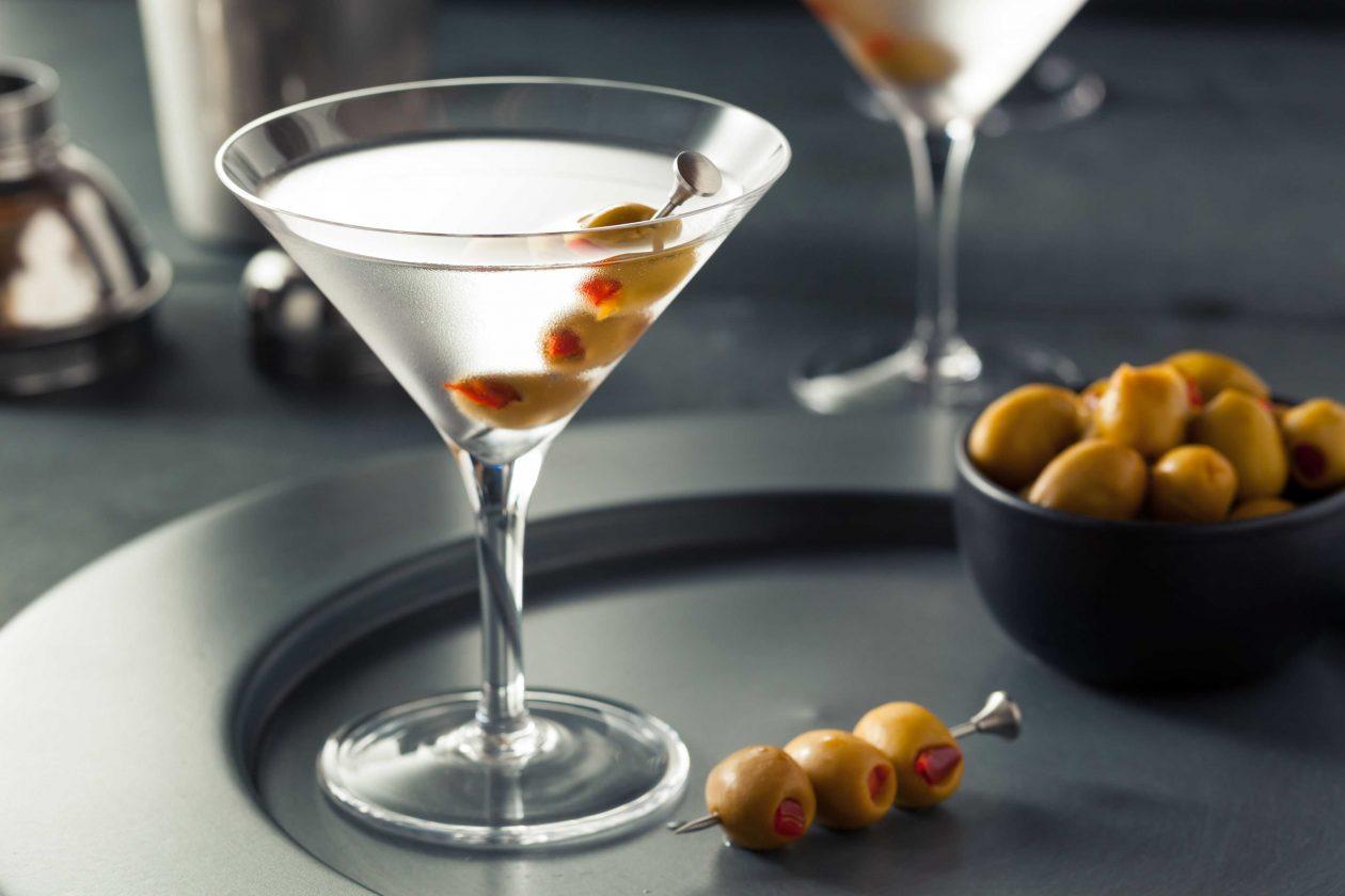 Martini Dry con aceituna rellena Goya