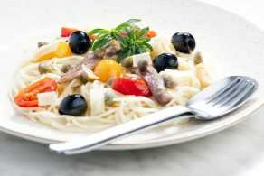 Pasta con anchoas, alcaparras y aceitunas Goya