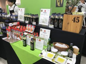 olive mache stand goya view