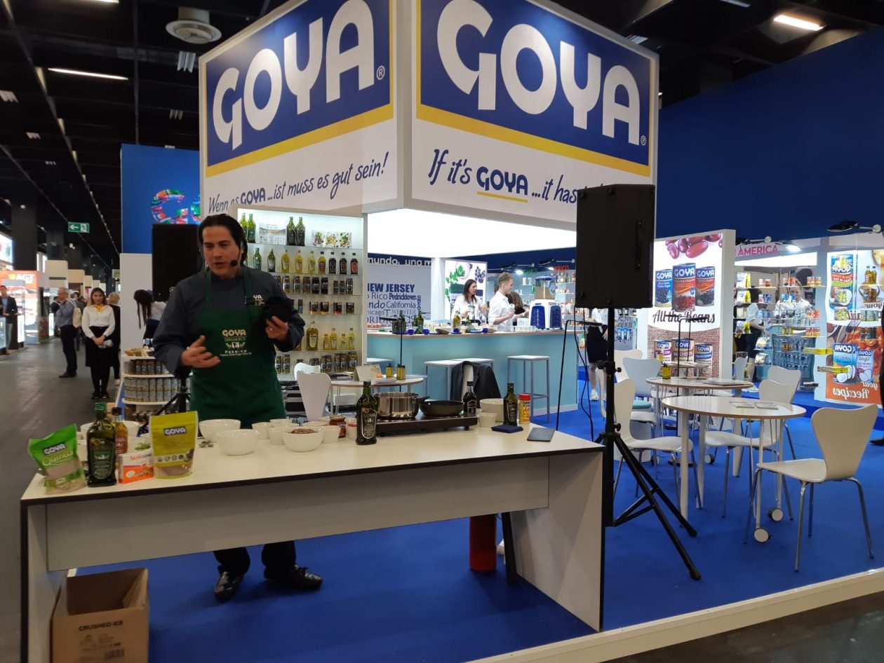 Fernando Desa, Goya executive chef in a show cooking.
